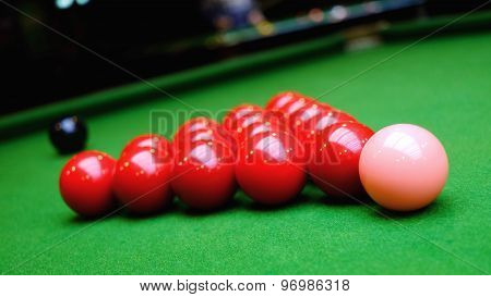 Snooker balls and green table