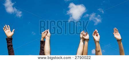 Hält Hände & Sky Banner