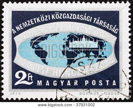 Selo postal Hungria 1974 globo e HungarianParliament