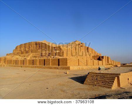 Travel Iran: ziggurat Choqa Zanbil
