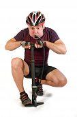 Постер, плакат: Велосипедист и инфлятор