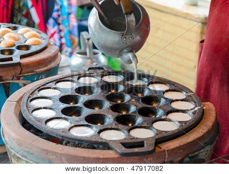 Thai Grilled Coconut-rice Pancakes kanom Krok