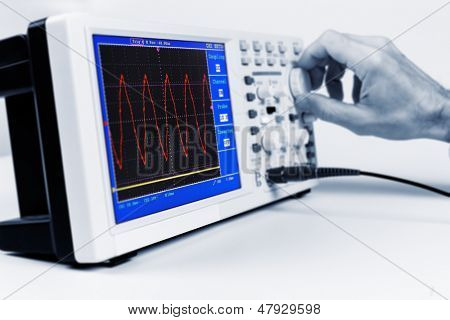 electron oscillograph waveform display