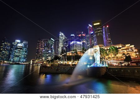 night view at Merlion park