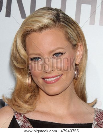 LOS ANGELES - AUG 16:  ELIZABETH BANKS arrives to the