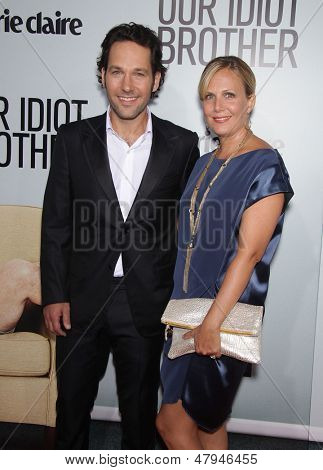 LOS ANGELES - AUG 16:  PAUL RUDD & wife JULIE arrives to the