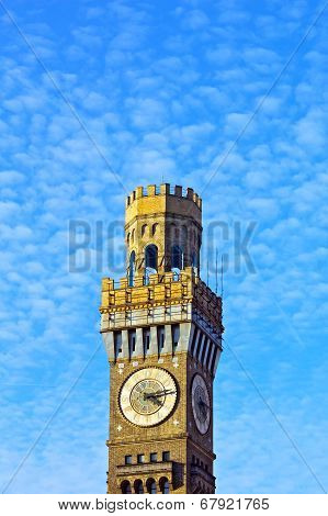 Emerson Bromo-Seltzer Tower under cloudy blue sky.