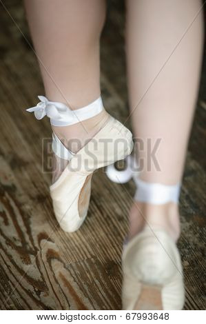 Ballerina legs on tiptoe