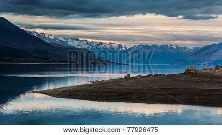 Stunning Lake Pukaki with Mount Cook Nationalpark in the background. Photo taken in New Zealand