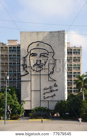 Giant image of Che Guevara on building in Havana, Cuba