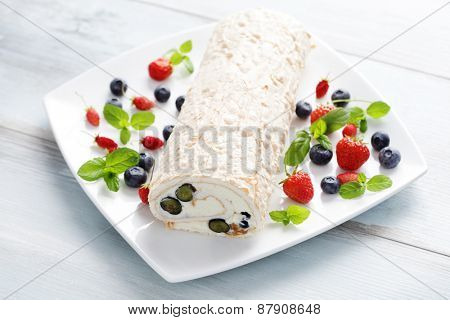 delicious Swiss roll meringue with fruits - sweet food