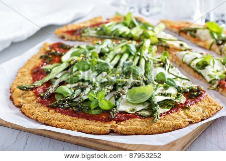 Cauliflower pizza with zucchini and asparagus