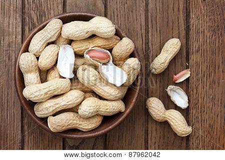 Peanuts in shells.