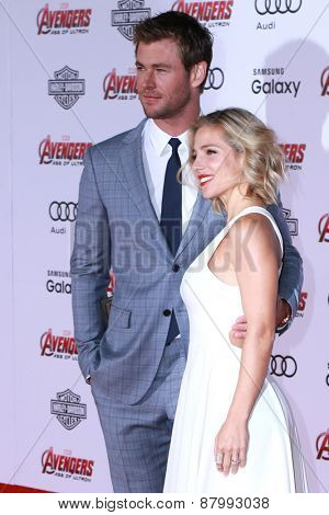 LOS ANGELES - FEB 13:  Chris Hemsworth, Elsa Pataky at the