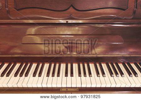 Antique Piano Style Classic Tone.