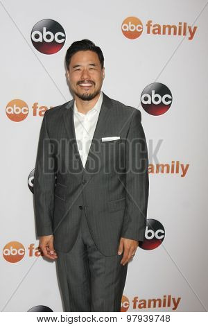 LOS ANGELES - AUG 4:  Randall Park at the ABC TCA Summer Press Tour 2015 Party at the Beverly Hilton Hotel on August 4, 2015 in Beverly Hills, CA