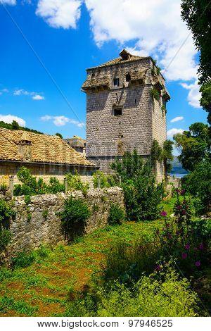 Old Tower, Sudurad