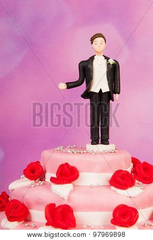 Figurine man alone at the wedding cake