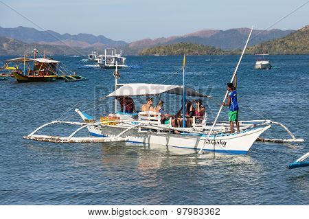 Boats Waiting For Tourists To Travel Between The Islands. Philippines