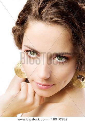 Retrato do close-up de uma jovem mulher