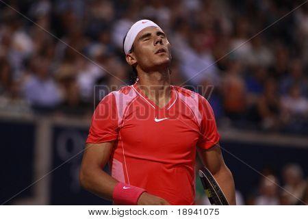 TORONTO - 11 de agosto: Rafael Nadal (foto) joga contra Stanislas Wawrinka na Rogers Cup 2010