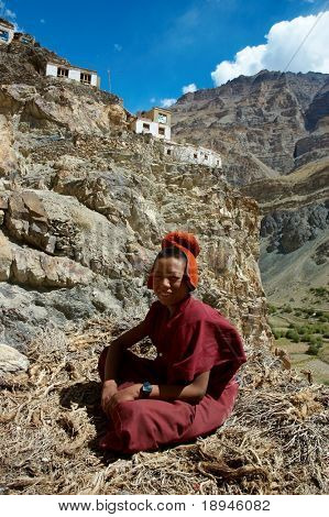 Joven monje tibetano; Monasterio de buddisht