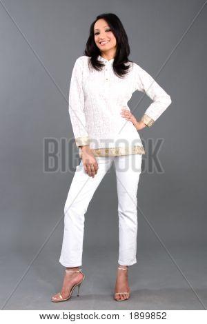indische gestickte Damen-Bekleidung