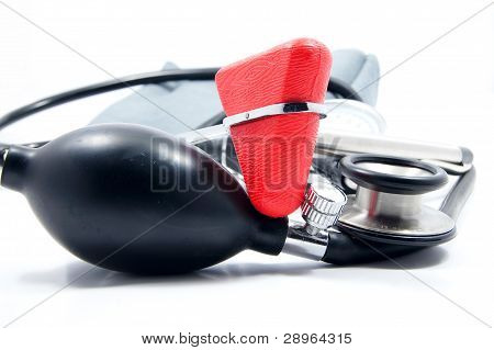 sphygmomanometer with stethoscope and reflex hammer
