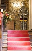 foto of arthurian  - Suite of armor at the end of the stairs - JPG