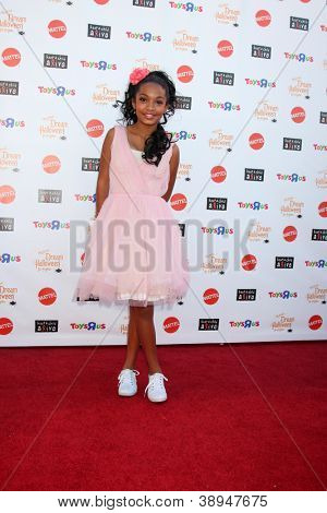 LOS ANGELES - OCT 27:  Yara Shahidi arrives at