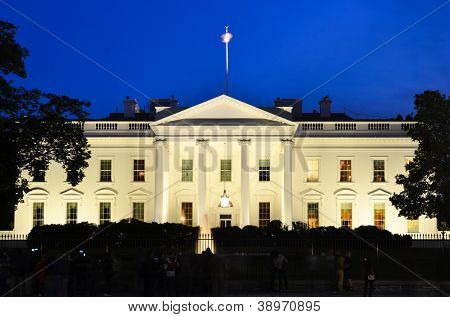 The White House at night - Washington DC, United States