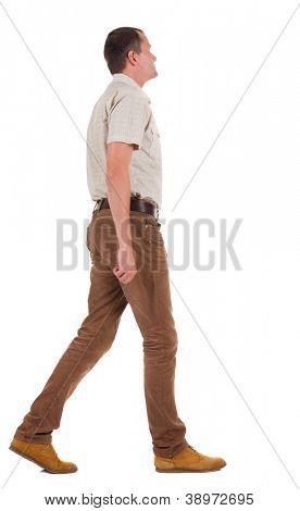 Vista de ir um homem bonito em jeans e uma camisa de volta.  curta o rapaz. Traseira vista pessoas colecionam