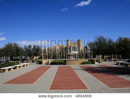 Universidad de Instituto militar