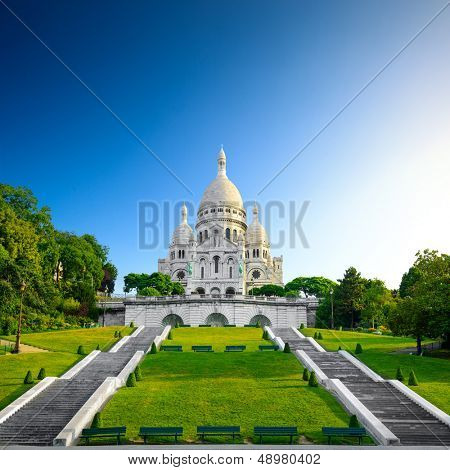 Montmartre at sunrise - Basilica Sacre Coeur