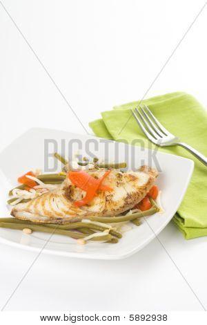 gegrillte Filets Fisch und Soja-Bohnen