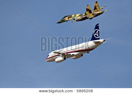 Superjet-100 and Su-35 flying