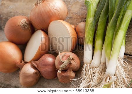 Fresh Brown Onions With Scallions