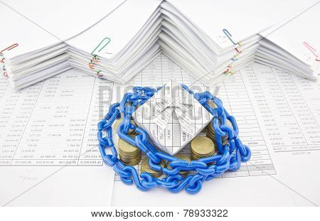Blue Plastic Chain Shackle Gift Box And Pile Gold Coins