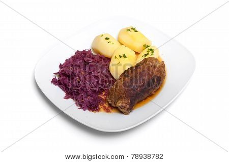 Roulade, red cabbage and potatoes