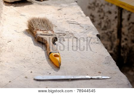 Brush And Scalpel Tools