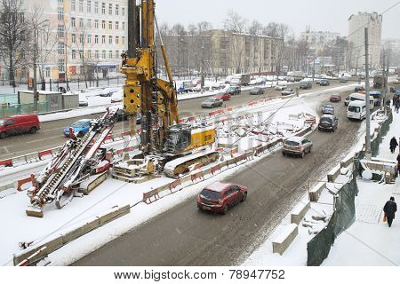 MOSCOW, RUSSIA - MAR 19, 2014: Schelkovskoe highway reconstruction in Moscow in winter