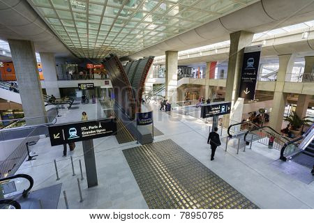 PARIS - SEPTEMBER 10: Charles de Gaulle Airport interior on September 10, 2014 in Paris, France. Paris Charles de Gaulle Airport, is one of the world's principal aviation centres