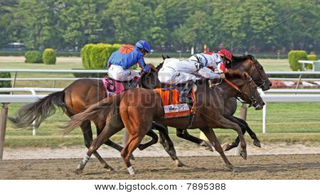 Drosselmeyer vence o Belmont Stakes