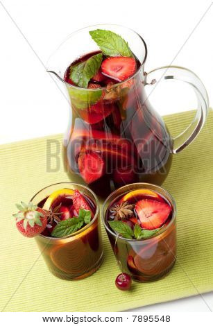 Refreshing Fruit Sangria