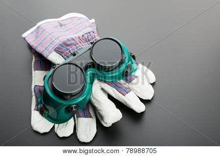 Gloves and protective glasses