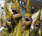 foto of dragon head  - A 5 headed dragon sculpture with mouths open showing their teeth - JPG
