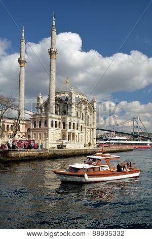 Ortakoy Mosque, Istanbul, Turkey.