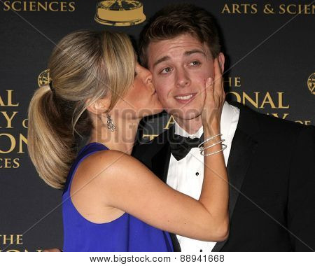 LOS ANGELES - FEB 24:  Laura Wright, Chad Duell at the Daytime Emmy Creative Arts Awards 2015 at the Universal Hilton Hotel on April 24, 2015 in Los Angeles, CA