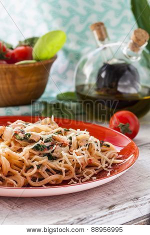 Pasta with fish and creamy spinach sauce