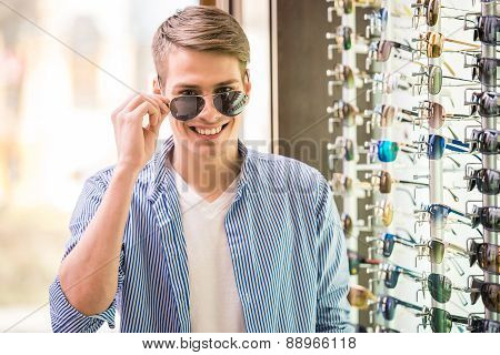 Sunglasses Store